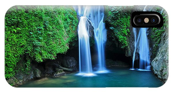 Central America iPhone Case - Vegas Grande Waterfall In Topes De by Richard Cavalleri