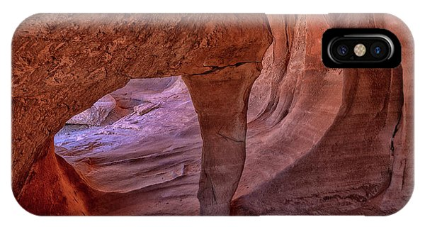 Valley Of Fire iPhone Case - Windstone Up Close by Mike Dawson