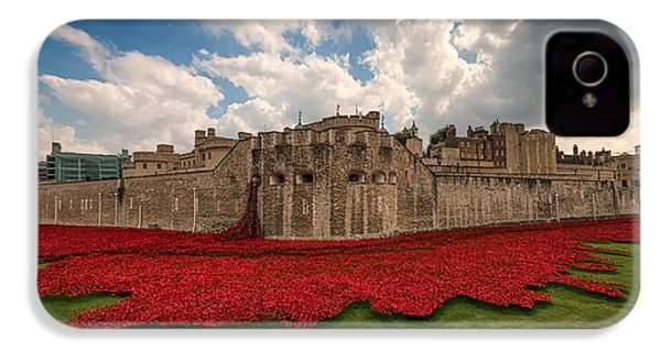 Tower Of London Remembers.  IPhone 4 / 4s Case by Ian Hufton
