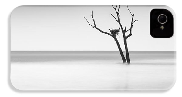 Boneyard Beach - II IPhone 4 / 4s Case by Ivo Kerssemakers