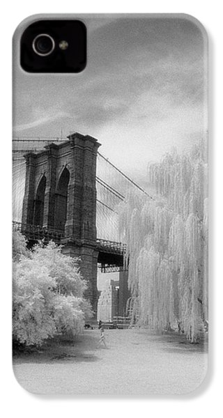 IPhone 4 Case featuring the photograph Brooklyn Bridge Willows by Dave Beckerman
