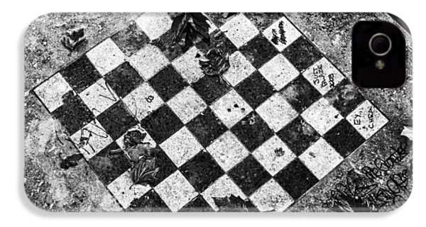 IPhone 4 Case featuring the photograph Chess Table In Rain by Dave Beckerman