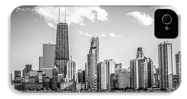 Chicago Skyline Picture In Black And White IPhone 4 / 4s Case by Paul Velgos
