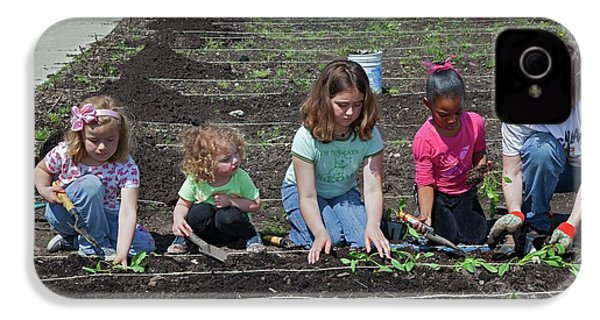 Children At Work In A Community Garden IPhone 4 Case by Jim West