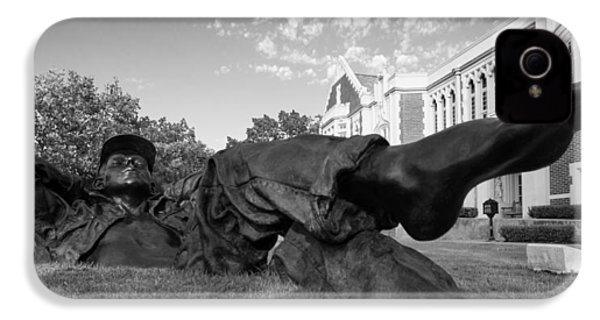 Chillin On The North Oval IPhone 4 / 4s Case by Nathan Hillis