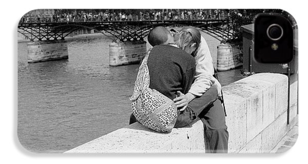 IPhone 4 Case featuring the photograph Embrace-paris by Dave Beckerman