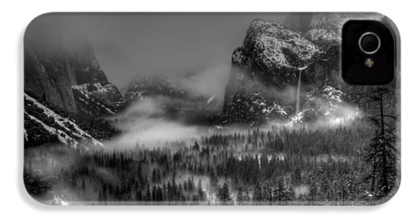 Enchanted Valley In Black And White IPhone 4 Case