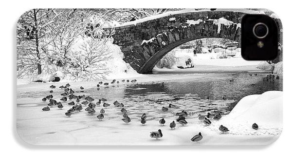 Gapstow Bridge In Snow IPhone 4 Case by Dave Beckerman