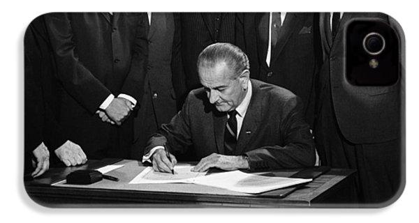 Lbj Signs Civil Rights Bill IPhone 4 / 4s Case by Underwood Archives Warren Leffler