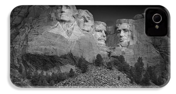 Mount Rushmore South Dakota Dawn  B W IPhone 4 / 4s Case by Steve Gadomski