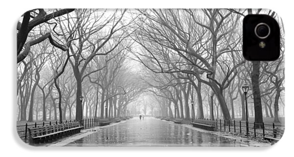 IPhone 4 Case featuring the photograph New York City - Poets Walk Central Park by Dave Beckerman
