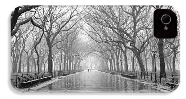 New York City - Poets Walk Central Park IPhone 4 Case by Dave Beckerman