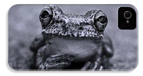 Pondering Frog Bw IPhone 4 Case by Laura Fasulo