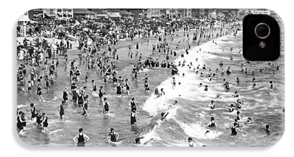 Santa Monica Beach In December IPhone 4 / 4s Case by Underwood Archives