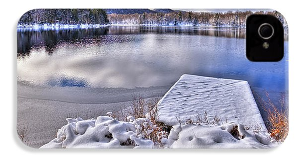 IPhone 4 Case featuring the photograph A Winter Day On West Lake by David Patterson
