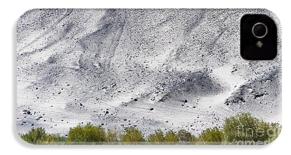 Backdrop Of Sand, Chumathang, 2006 IPhone 4 Case by Hitendra SINKAR