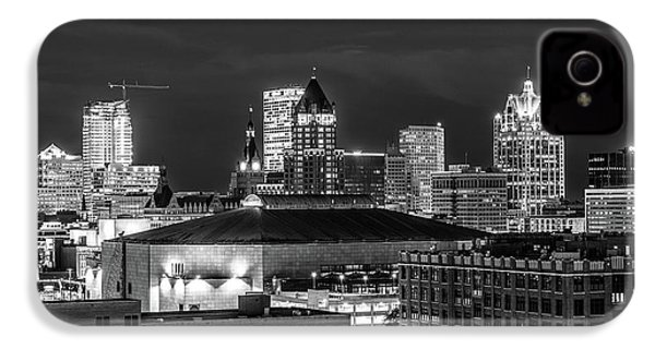 IPhone 4 Case featuring the photograph Brew City At Night by Randy Scherkenbach