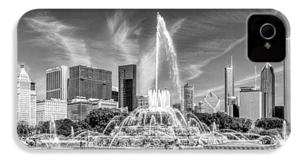 Buckingham Fountain Skyline Panorama Black And White IPhone 4 Case by Christopher Arndt