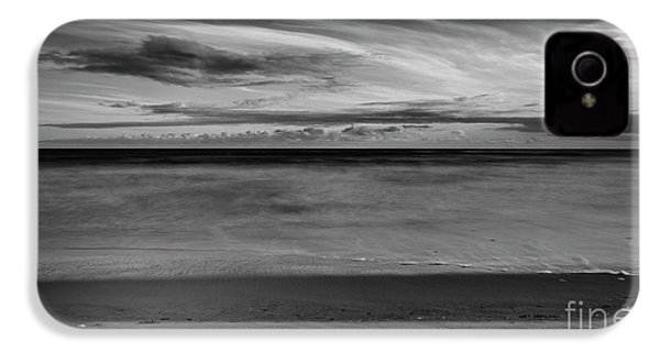IPhone 4 Case featuring the photograph Calming Seas by Linda Lees