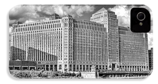 IPhone 4 Case featuring the photograph Chicago Merchandise Mart Black And White by Christopher Arndt