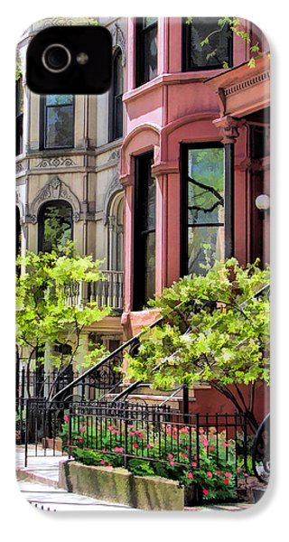 IPhone 4 Case featuring the painting Chicago North Shore Greystones by Christopher Arndt