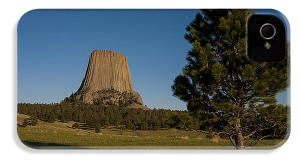 IPhone 4 Case featuring the photograph Devil's Tower by Gary Lengyel