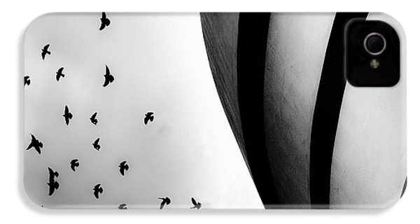 Guggenheim Museum With Pigeons IPhone 4 Case by Dave Beckerman