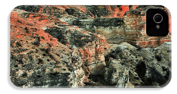 IPhone 4 Case featuring the photograph Layers In The Kansas Badlands by Kyle Findley