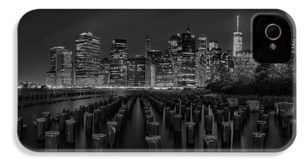 Manhattan And The Brooklyn Pileons In Black And White IPhone 4 Case