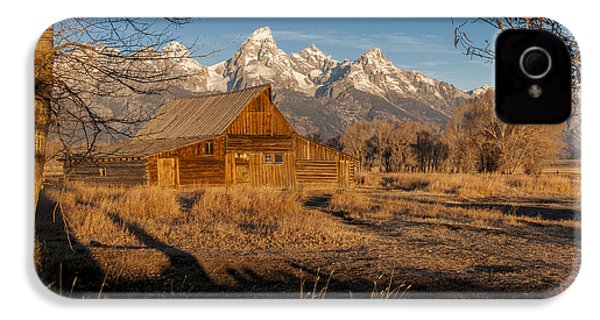 IPhone 4 Case featuring the photograph Moulton Barn by Gary Lengyel