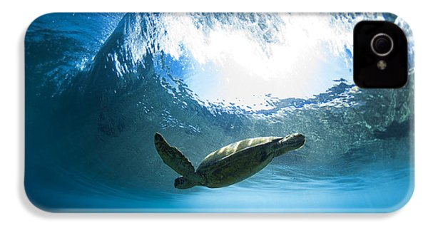 Pipe Turtle Glide IPhone 4 / 4s Case by Sean Davey