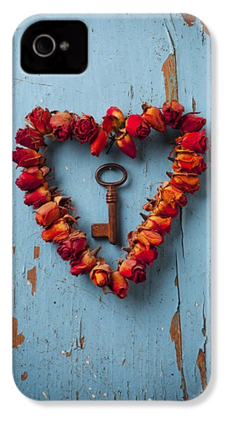 Small Rose Heart Wreath With Key IPhone 4 Case by Garry Gay