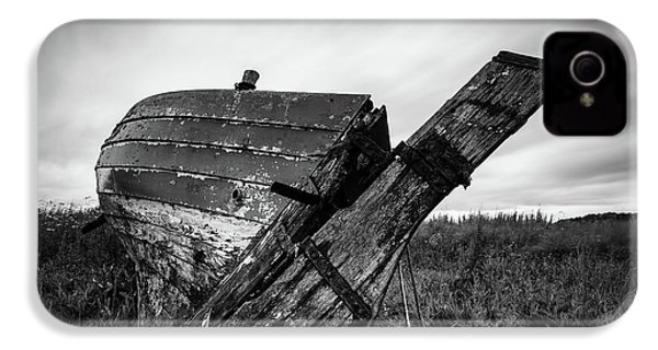 St Cyrus Wreck IPhone 4 Case