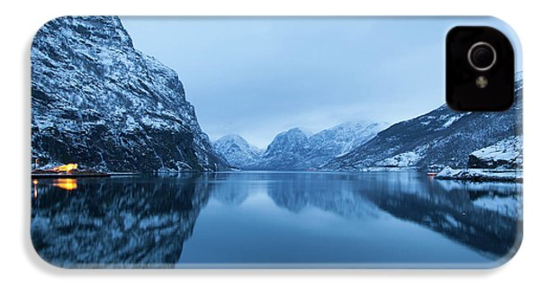IPhone 4 Case featuring the photograph The Stillness Of The Sea by David Chandler