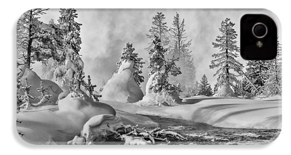IPhone 4 Case featuring the photograph Yellowstone In Winter by Gary Lengyel