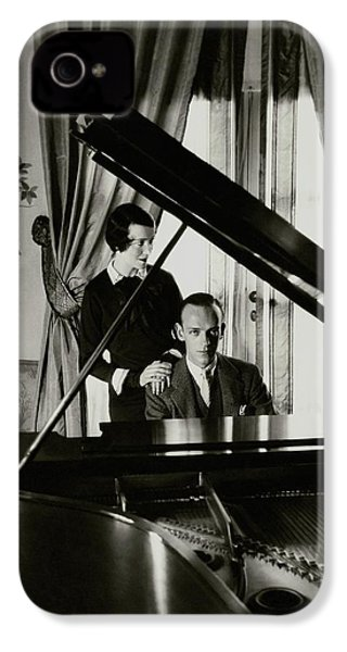 Fred And Adele Astaire At A Piano IPhone 4s Case by Cecil Beaton