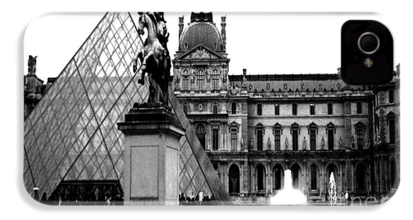 Paris Black And White Photography - Louvre Museum Pyramid Black White Architecture Landmark IPhone 4s Case by Kathy Fornal