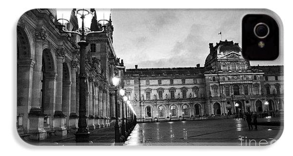 Paris Louvre Museum Lanterns Lamps - Paris Black And White Louvre Museum Architecture IPhone 4s Case
