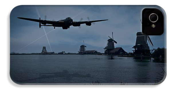 Dambusters Lancaster T For Tommy En Route To The Sorpe IPhone 4s Case by Gary Eason
