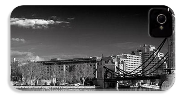 Tower Of London And Tower Bridge IPhone 4s Case by Gary Eason