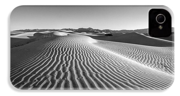 Waves In The Distance IPhone 4s Case by Jon Glaser