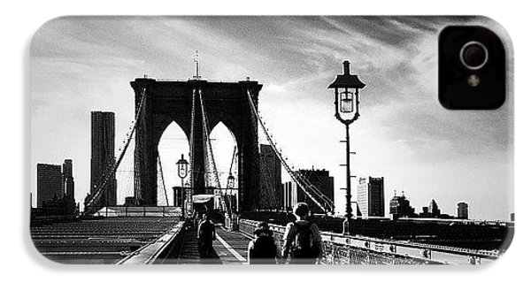 Walking Over The Brooklyn Bridge - New York City IPhone 4s Case