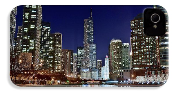 A View Down The Chicago River IPhone 4s Case by Frozen in Time Fine Art Photography
