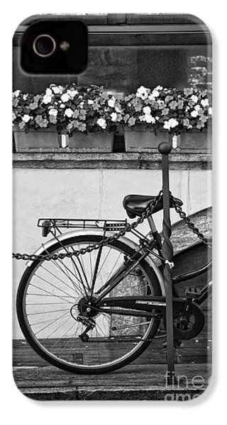 Bicycle With Flowers IPhone 4s Case