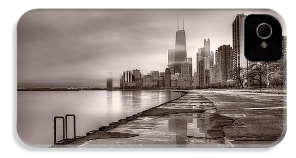 Chicago Foggy Lakefront Bw IPhone 4s Case by Steve Gadomski