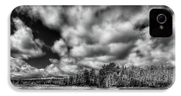 IPhone 4s Case featuring the photograph Dusting Of Snow On The River by David Patterson
