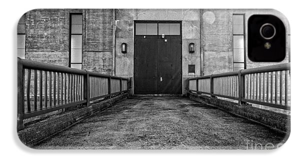 End Of The Line IPhone 4s Case by Edward Fielding