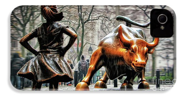 Fearless Girl And Wall Street Bull Statues IPhone 4s Case
