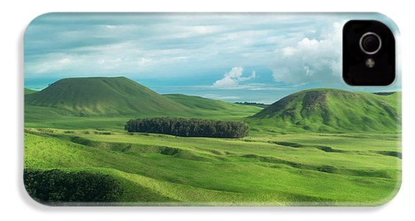 Green Hills On The Big Island Of Hawaii IPhone 4s Case by Larry Marshall