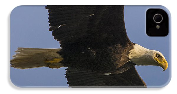 IPhone 4s Case featuring the photograph In Flight by Gary Lengyel